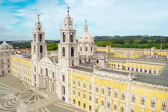 Royal Tour of Palaces from Lisbon