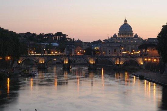 Visite de Rome à pied en soirée avec...