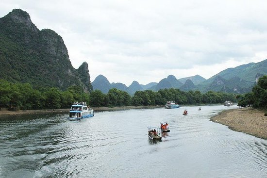 Private Day Tour of Li River Cruise and...