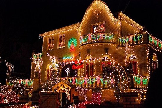 Dyker Heights Brooklyn Christmas Lights.Half Day Brooklyn Dyker Heights Christmas Lights Tour From Manhattan