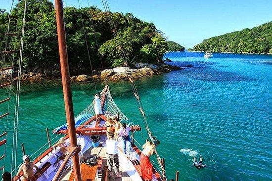 Viagem diurna para Ilha Grande saindo...