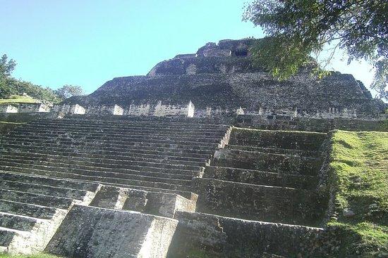 Xunantunich Maya Pyramid y Barton...