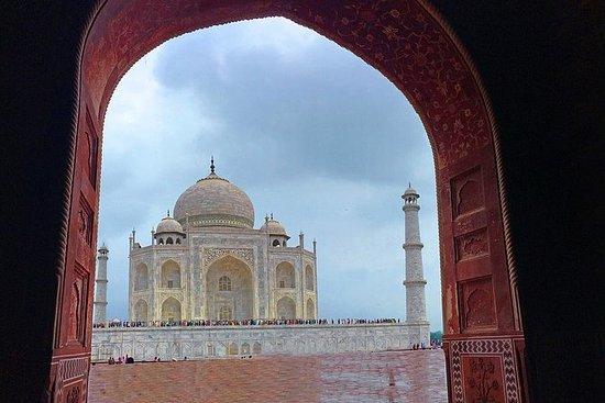 Taj Mahal Sightseeing com uma queda em...