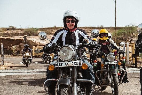 Tour Agra con moto Royal Enfield