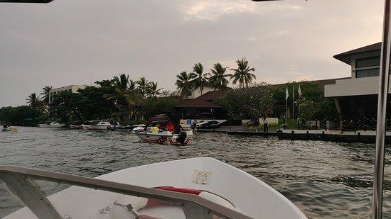 Centara Ceysands Resort & Spa Sri Lanka: Boat Transfer