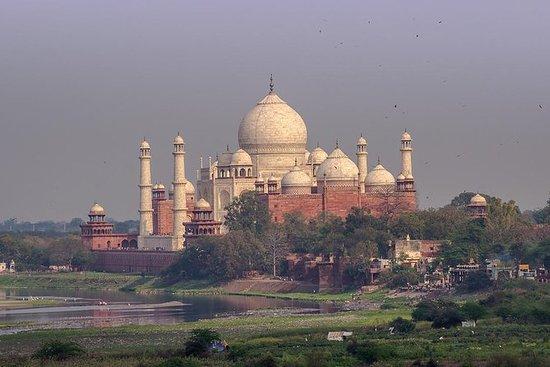从私家车的德里的日出泰姬陵游览