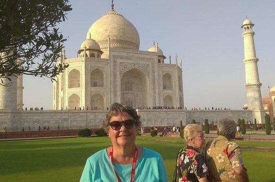 Durante la noche Agra y turismo