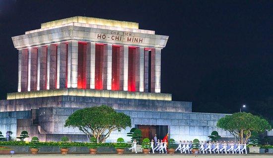 Hanoi Backstreet Tours: Ho Ch Minh Mausoleum