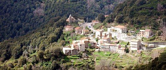 Hostel Chez Mc Donald: village