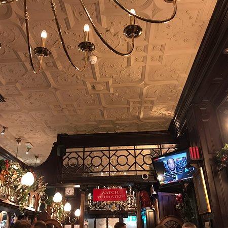 Good but crowded historic pub