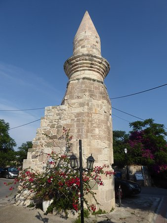 the 11m high minaret of Eski Mosque