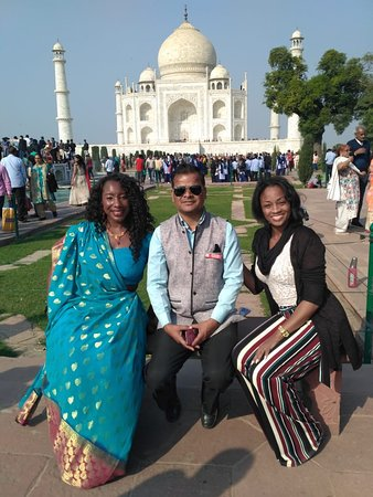 Hello Friends!! Greeting From Taj Mahal Tour Guide Family Group!! This is our guest they are from USA. Our tour guide Shafeek khan guided them in Taj Mahal. For any Guide Service & Tour Package Call or Whatsaap us at +91 9634311181 More information visit our web: www.tajmahaltourguidefamilygroup.com www.jaipurtourguidefamilygroup.com