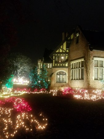 The Stan Hywet Mansion Decorated With Lights At Christmas Picture Of Stan Hywet Hall Gardens Akron Tripadvisor