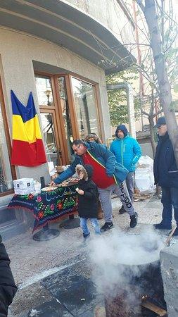 🐖 Sarbatorim 🇷🇴 #ZiuaRomaniei #1Decembrie2018 #Centenar cu #PomanaPorcului #LaTartine #Cotroceni #București #LaTartineCotroceni