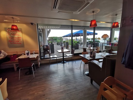 Carluccio's - Portsmouth: Middle area seating in restaurant