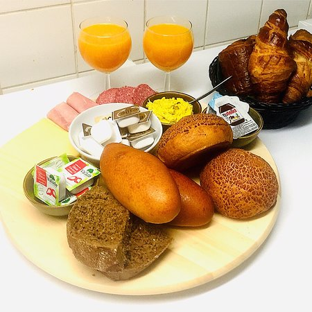 Keuze uit 3 ontbijtformules:  - Klassiek ontbijt,  - Uitgebreid ontbijt,  - Kombinné ontbijt