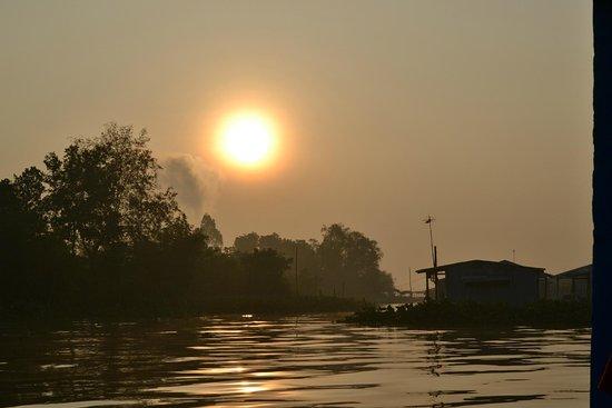 Vĩnh Long, Việt Nam: Bình minh trên cù lao An Bình