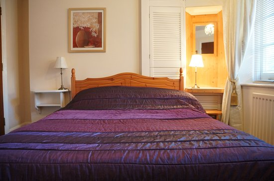 Auplands Guest House:  The Wight Room