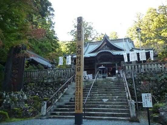 Hokoji Temple: 方広寺の僧坊奥之院。彫刻が見事です。