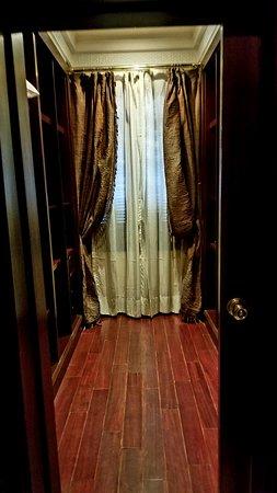 WOWZA... the closet!