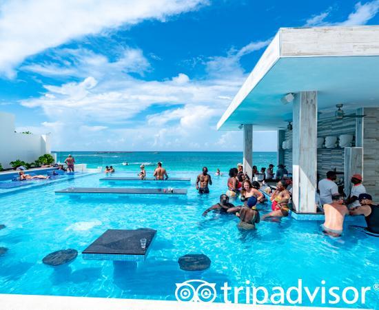 The Infinity Pool at the Hotel Riu Palace Paradise Island