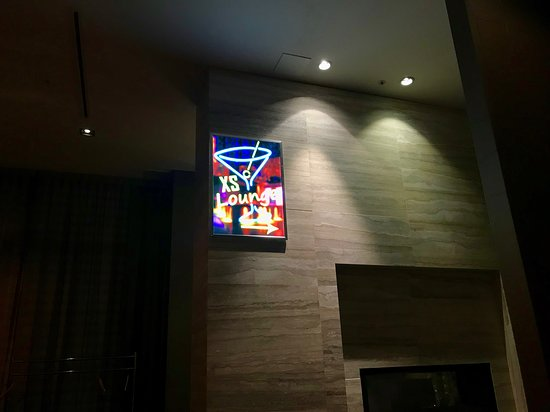 XS Lounge and Grill: Our only dining option in the vicinity