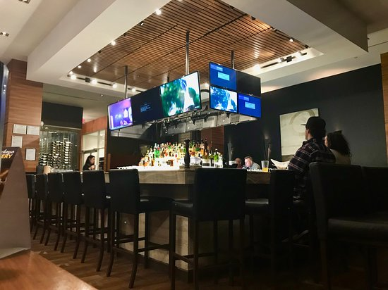 XS Lounge and Grill: Sports bar atmosphere