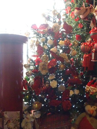 Our red & gold tree