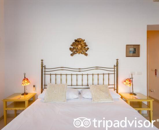 The Superior Room (2) at the Marina Piccola 73