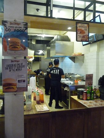 Five Monkeys - Fresh Burgers & Cold Beers: Kitchen