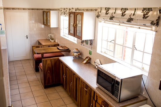 Woodlands Stop Over and Lodge: Woodlands Cottage Kitchen