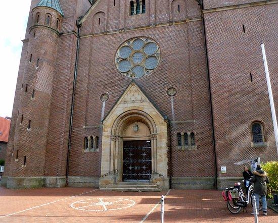 St. Nikolaus Kirche, auch Rheder Dom gennant.