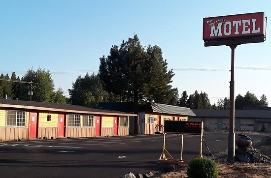 Crescent, OR: FRONT OF MOTEL, NEW PARKING LOT, NEW ROOF, NEW OWNERS. COMPLETELY RENNOVATED.