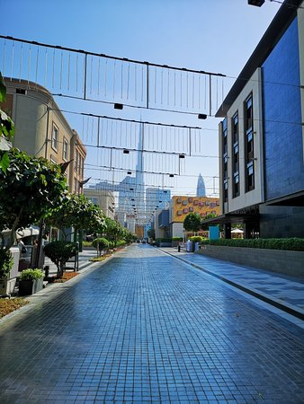 Дубай, ОАЭ: The walk new style of life in Dubai