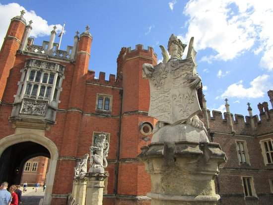 Front entrance to Hampton Court