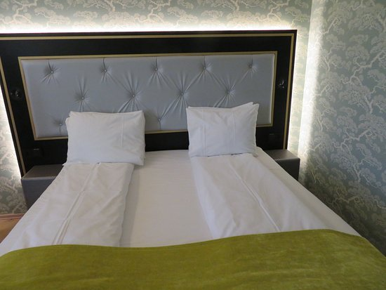 Thon Hotel Opera: King size bed.
