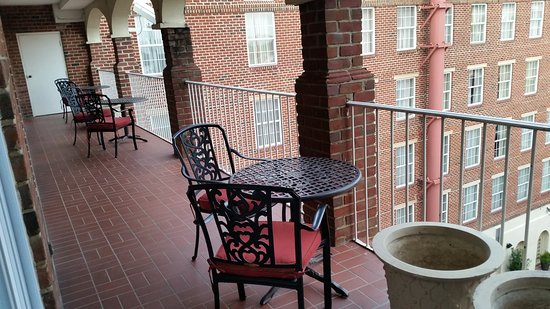 The Alexandrian Old Town Alexandria, Autograph Collection: Shared balcony