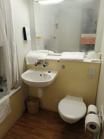 Campanile Birmingham: Bathroom taps without covers, toilet seat misaligned, loose toilet flush handle.