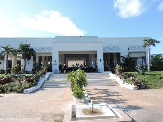 Valentin Perla Blanca: Bar-Lobby del hotel visto desde afuera