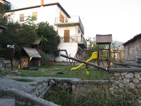 Arachova, Greece: Houses along the way down - on both sides