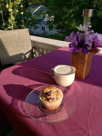 Cafe & A'more: Outdoor season dining at Café & A'more