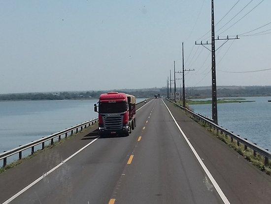 Helio Serejo Bridge: Atravessando o Rio Paraná