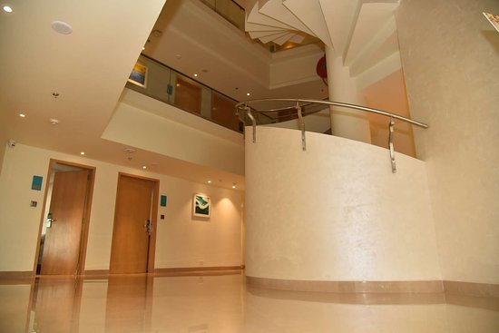 Effotel By Sayaji Vadodara: Atrium