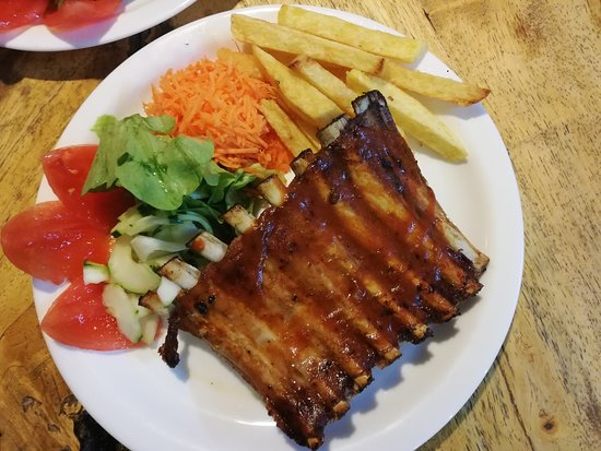 Rico's Sushi Bar and Grill: costillas BBQ en horno a leña