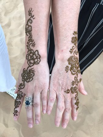 Evening Desert Safari With BBQ Dinner, Henna Painting, Camel Ride and Belly Dance: Henna Tattoos