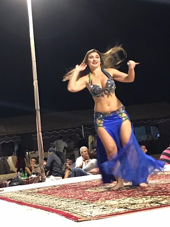 Evening Desert Safari With BBQ Dinner, Henna Painting, Camel Ride and Belly Dance: Belly Dancer 💃