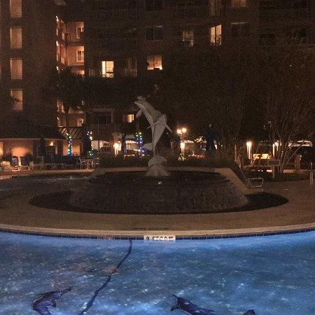 Marriott's Grande Ocean: Very nice night with the lights