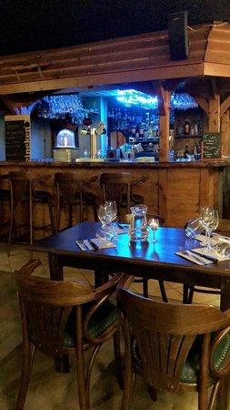 Bloye, França: Bar et Table étage