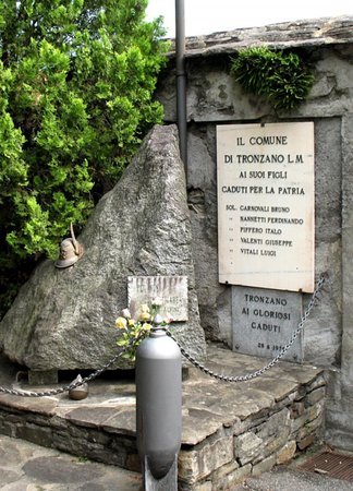 Monumento ai caduti di Tronzano Lago Maggiore