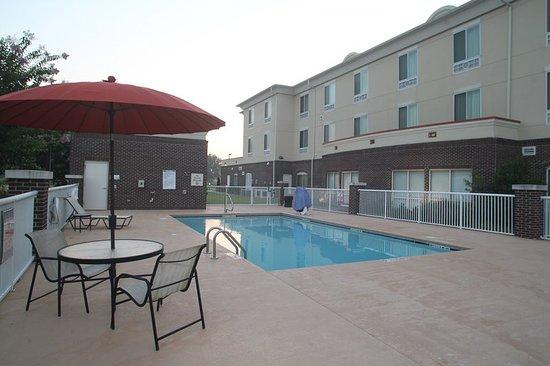Pembroke, NC: Pool